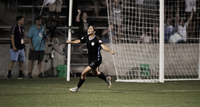 Sam Kerr scores the game winner for the Chicago Red Stars at Toyota Park in Bridgeview, IL on July 14, 2018 | Photo: NWSLsoccer.com