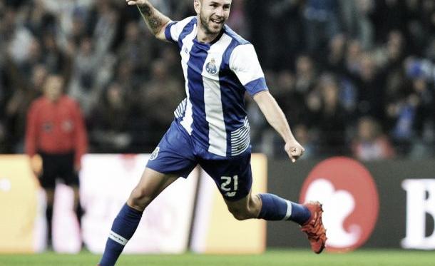 FC Porto sofreu mas Aboubakar e Layún desataram o nó sadino
