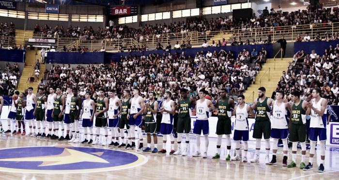 Los dos equipos en la previa del partido: Foto: Prensa NBB