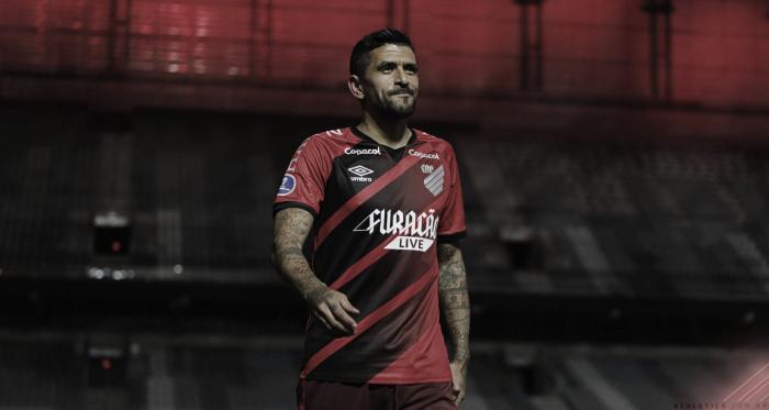 Na despedida de Lucho González, Athletico goleia Aucas e avança na Sul-Americana