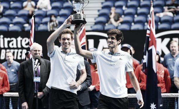 Mahut y Herbert posan con su trofeo de campeones del Open de Australia 2019. Foto: gettyimages.es