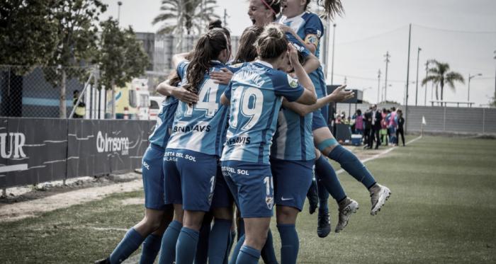 El Málaga celebrando el gol ante el Sporting de Huelva. | Foto: Javi Muñoz (VAVEL)