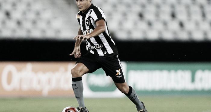 """Marcinho elogia atuação do Botafogo em estreia no Brasileirão: """"Fizemos bom jogo"""""""