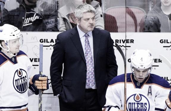 McLelland, en un partido con Edmonton - thehockeywriters.com