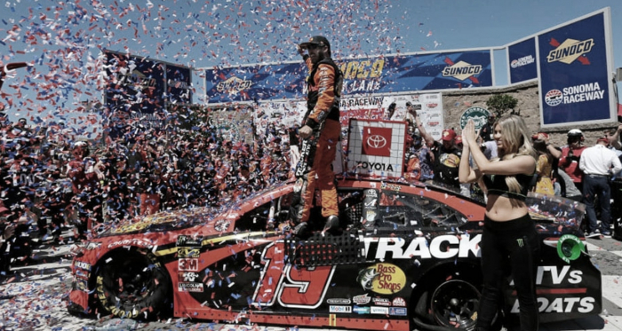 Truex festejando en Victory Lane (Foto: NASCAR Website)