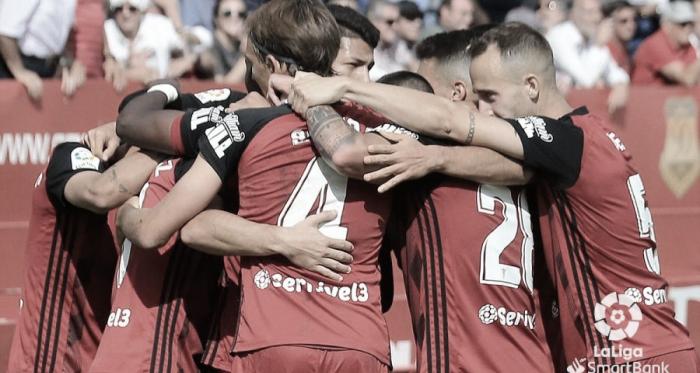 Los jugadores del Mirandés celebran el gol de la victoria frente al Fuenlabrada. FOTO: LaLiga.com