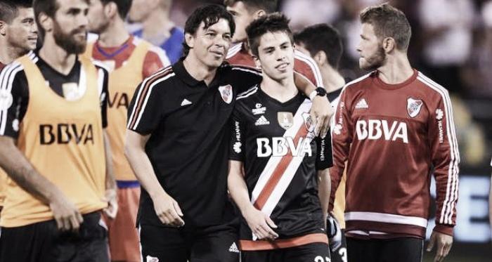 Luego de la serie de penales ante San Pablo, Gallardo fue a abrazar a Moya, quien había errado el último (Foto: Olé).