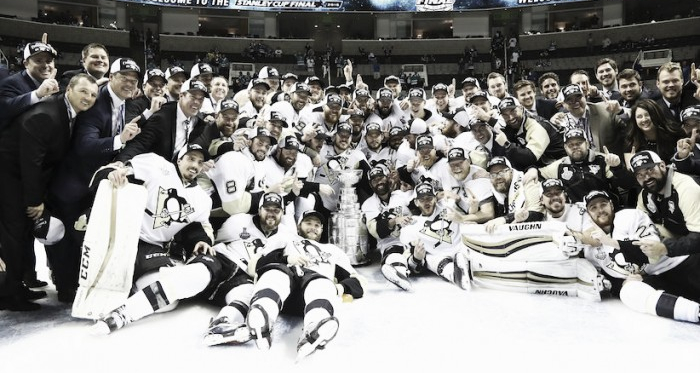 Penguins celebram o título (Foto: macleans.ca)
