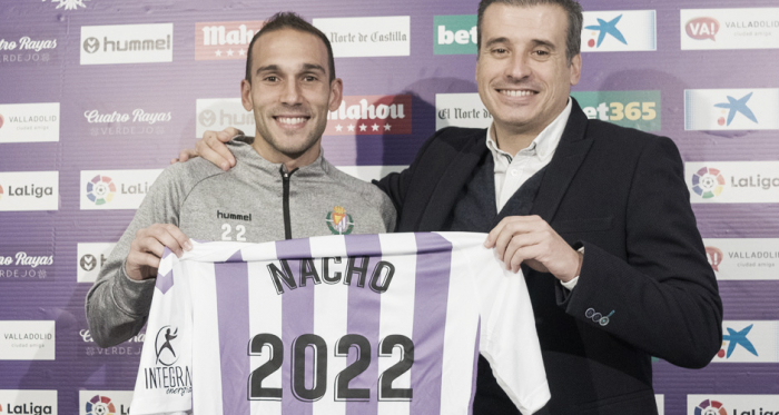 Nacho Martínez y Miguel Ángel Gómez en el acto de renovación // FUENTE: Real Valladolid C.F.