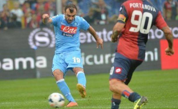 Com doppieta de Pandev, Napoli bate Genoa e volta à liderança