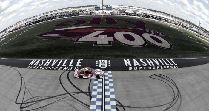NASCAR Cup: Larson dominó en el debut de Nashville