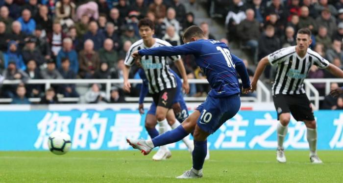Premier League - Il Chelsea si salva a Newcastle, Sarri a punteggio pieno. Prima vittoria per il Fulham