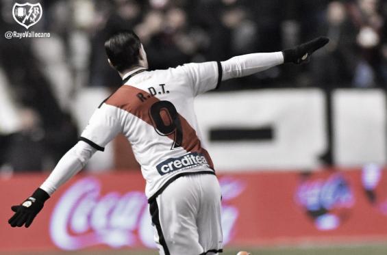 Raúl de Tomás celebrando uno de sus goles | Fotografía: Rayo Vallecano S.A.D.
