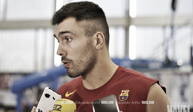 Oriola, atendiendo a los medios. | Foto: Eduardo Ariño (VAVEL)