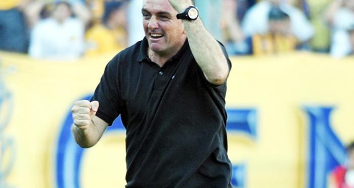 El DT rojinegro feliz en el Gigante de Arroyito, cuando el árbitro dio el pitido final. Foto: Web