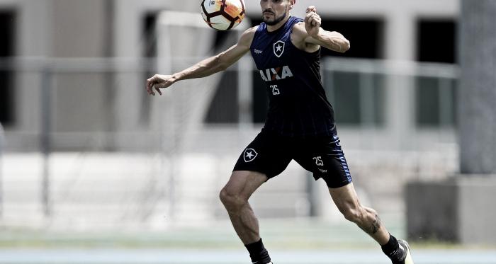 """Pimpão minimiza derrota do Botafogo e exalta gol fora de casa: """"Tem muita importância"""""""