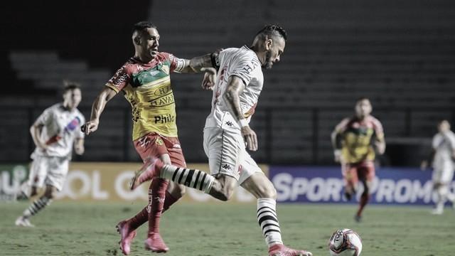 Brusque e Vasco duelam precisando voltar a vencer pela Série B do Brasileirão