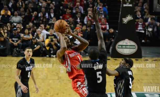 Los Rockets se imponen a los Timberwolves en la Arena Ciudad de México