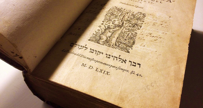La Biblia del Oso (1569), obra de Casiodoro de Reina.   Foto: Periodista Digital