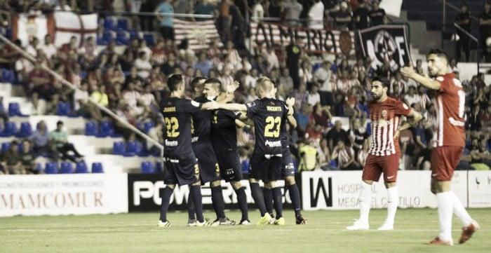 El UCAM celebra un tanto frente al Almería en la primera vuelta. Foto: UCAM Murcia CF