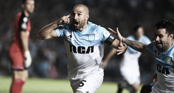 Foto: Infobae<div>Lisandro, figura, festeja el gol del triunfo.</div>