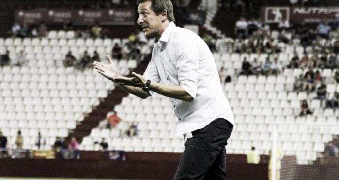 Ramis dirigiendo a los jugadores del Albacete. Fuente: web del Albacete Balompié.
