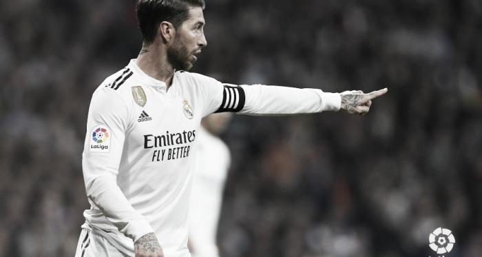 Sergio Ramos, capitán del Real Madrid, dando instrucciones a sus compañeros durante el Clásico | Foto: LaLiga.es