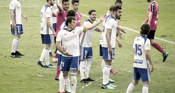 Los jugadores zaragocistas defendiendo una jugada a balón parado / Foto: Andrea Royo | VAVEL