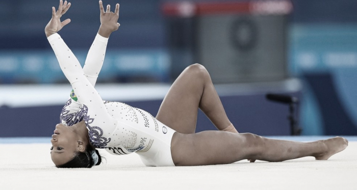 Com show de Rebeca Andrade, brasileiras se classificam à finais na ginástica artística