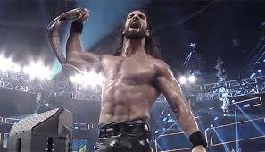 Serh Rollins alzando el título universal | Fuente: WWE.com