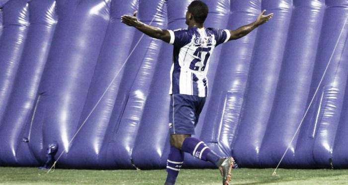 Atacante saiu do banco para marcar nos acréscimos (Foto: Jamira Furlani/Avaí FC)