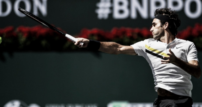 Federer pasa sin despeinarse
