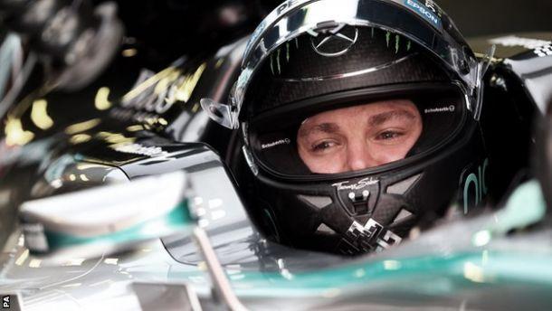Nico Rosberg bateu Lewis Hamilton por 0,07s. Em terceiro ficou o Ferrari de Vettel. (Foto: PA)