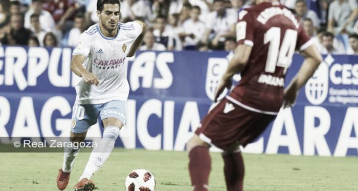 Javi Ros ante Krohn-Dehli en el duelo copero en La Romareda / Foto: Real Zaragoza