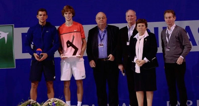 Runner Up Paul Henri-Mathieu (On Left) and Champion Andrey Rublev at Quimper trophy ceremony (Photo: Remy Chautard)