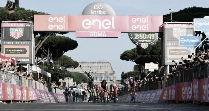 Sam Bennett vince a Roma. Fonte: Giro d'Italia/Twitter