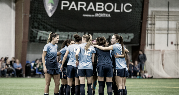 Sky Blue huddle during their last preseason match l Photo: Jeffrey Auger for Sky Blue FC