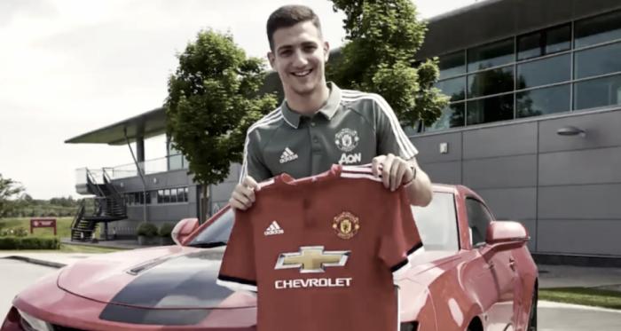 El futbolista de 19 años puede jugar tanto por derecha como por izquierda. | Foto: Sportsjoe.ie