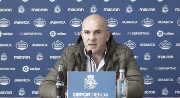 Luis César en rueda de prensa. Fuente: www.rcdeportivo.es
