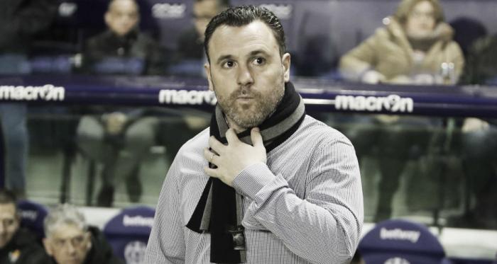 Sergio González en el banquillo en el Ciutat de Valencia | Real Valladolid