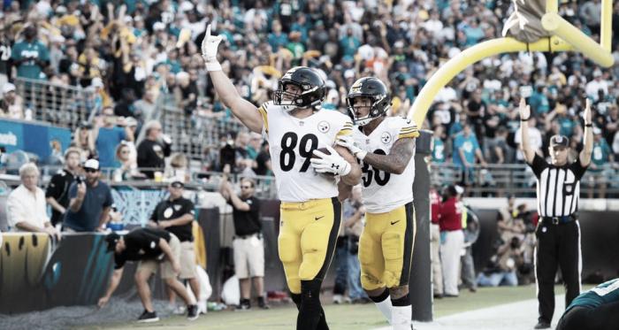 Vance McDonald consigue el touchdown que puso en juego a los acereros (Imagen: Steelers.com)