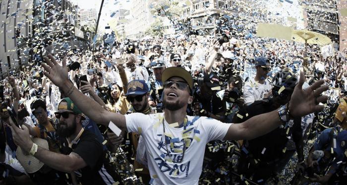 Curry jura fidelidad a los Warriors