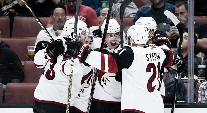 Dylan Strome celebrates with his teammates his first as well as his team's first goal of the year. | Photo: Kevin Kuo-USA TODAY Sports