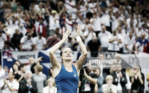 Barbora Strycova applauds the home crowd after grabbing the perfect start for Czech Republic | Photo: Srdjan Stevanovic / Getty
