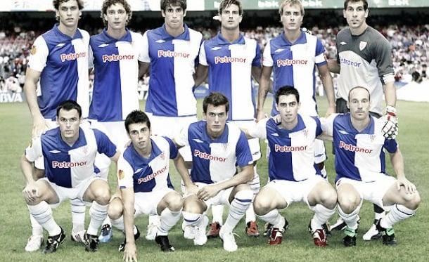 Susaeta (segundo de la fila de abajo), junto a sus compañero en su primer partido europeo. Foto: Athletic