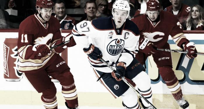 Connor McDavid en partido contra los Calgary Flames | Foto: NHL.com