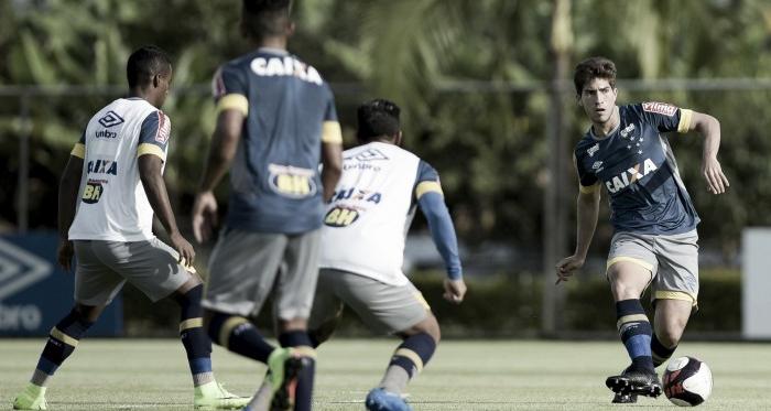 Lucas Silva deverá ser titular diante do Democrata-GV (Foto: Washington Alves/Cruzeiro)