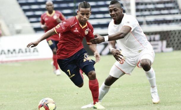 Robaron las 'naranjas' en polémico empate en Barranquilla