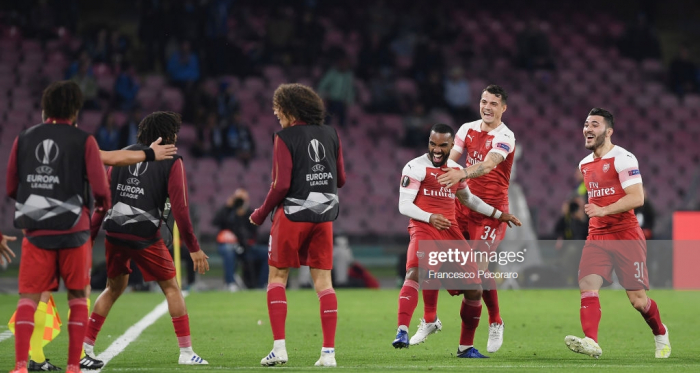 Arsenal players celebrate the 0-1 goal scored by Alexandre Lacazette during the UEFA Europa League Quarter Final Second Leg match between S.S.C. Napoli and Arsenal at Stadio San Paolo on April 18, 2019 in Naples, Italy. (Photo by Francesco Pecoraro/Getty Images)