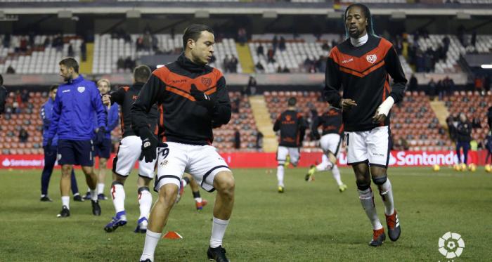Jugadores del Rayo Vallecano calentando | Fotografía: La Liga